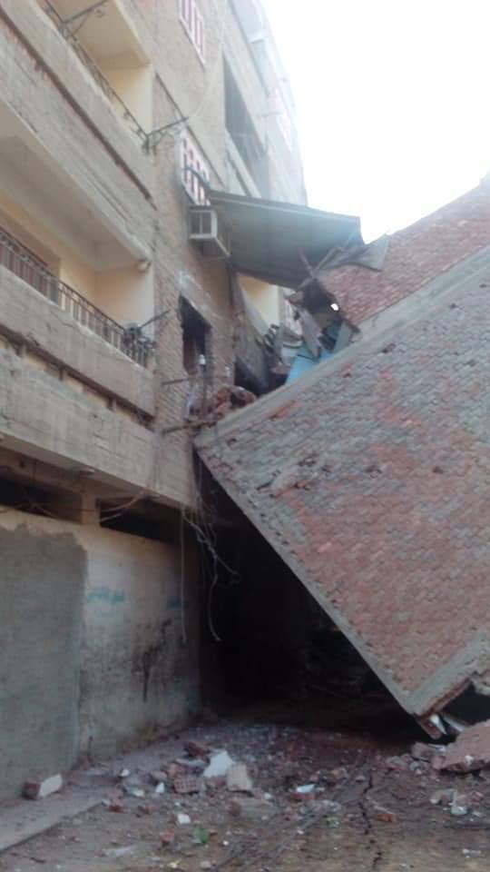إخلاء منازل مهددة بالانهيار (2)