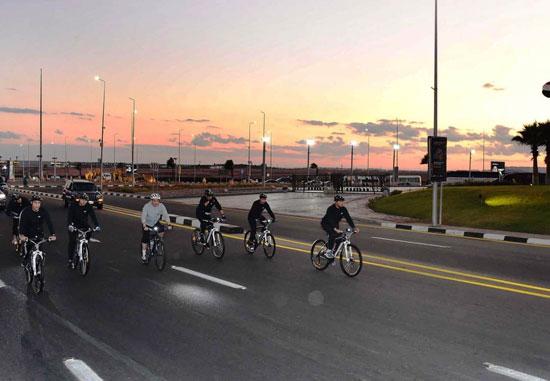 قام الرئيس عبد الفتاح السيسي مساء اليوم بجولة تفقدية بالدراجة الهوائية لمدينة شرم الشيخ (8)