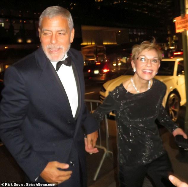 جورج كلونى مع والدته
