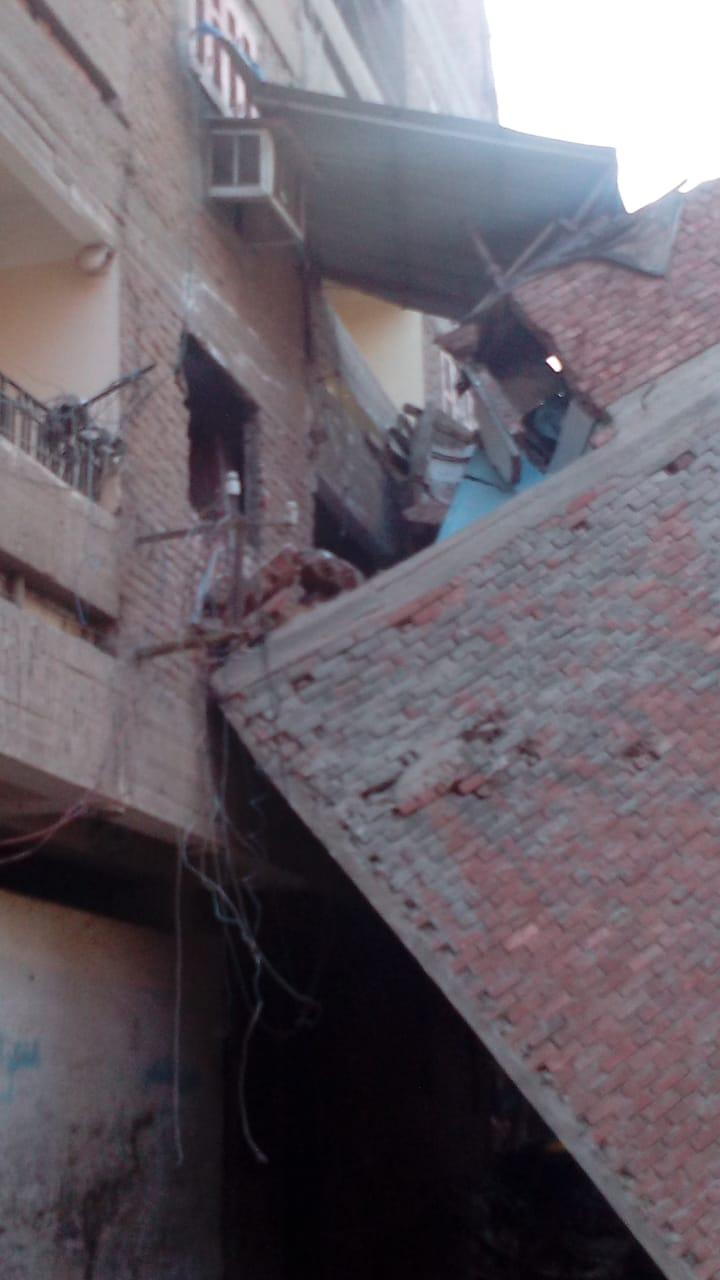 إخلاء منازل مهددة بالانهيار (3)
