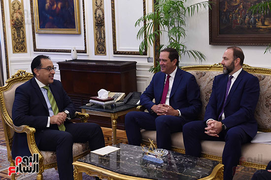 رئيس الوزراء يستعرض الخطط المستقبلية لشركة سيسكو في السوق المصرية (2)