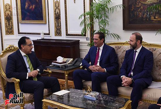 رئيس الوزراء يستعرض الخطط المستقبلية لشركة سيسكو في السوق المصرية (3)