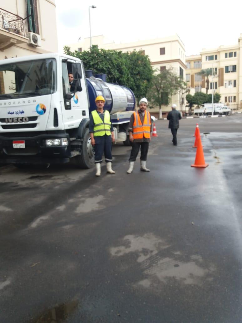 صرف القاهرة تسيطر على تجمعات مياه الأمطار وتعلن استمرار الطوارئ (2)