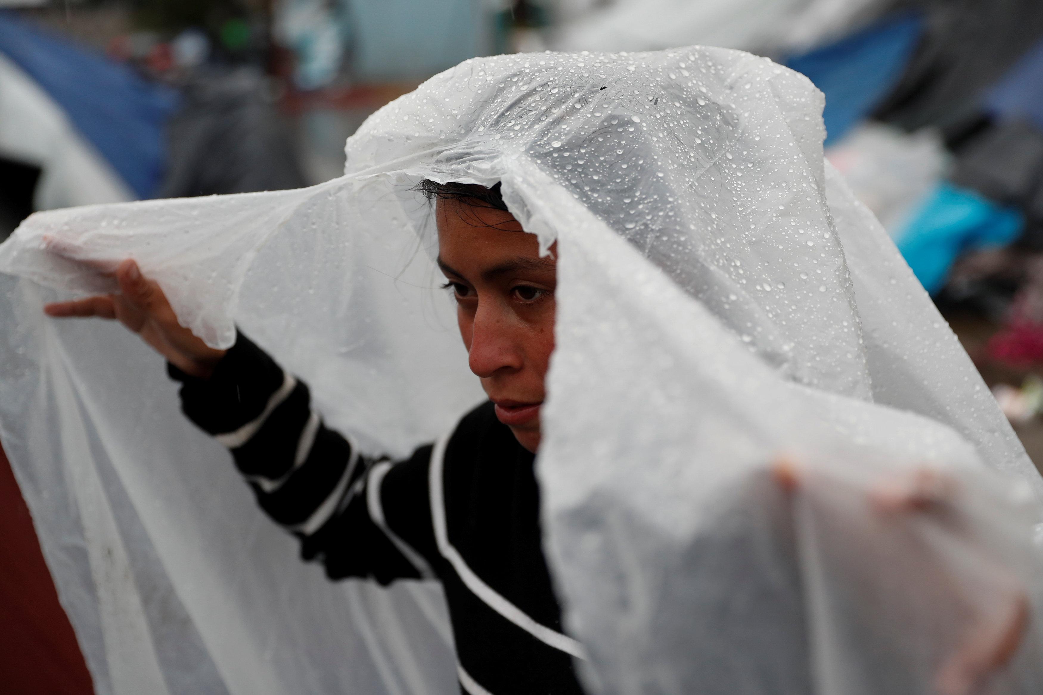 الأمطار تهطل على المهاجرين (4)