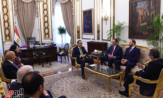 رئيس الوزراء يستعرض الخطط المستقبلية لشركة سيسكو في السوق المصرية (1)