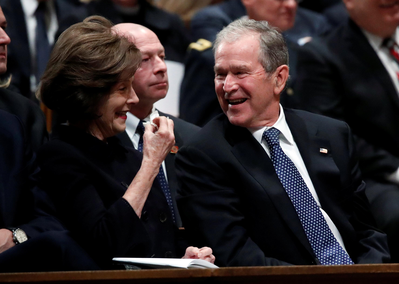 انطلاق مراسم جنازة الرئيس الأمريكى جورج بوش الأب (4)