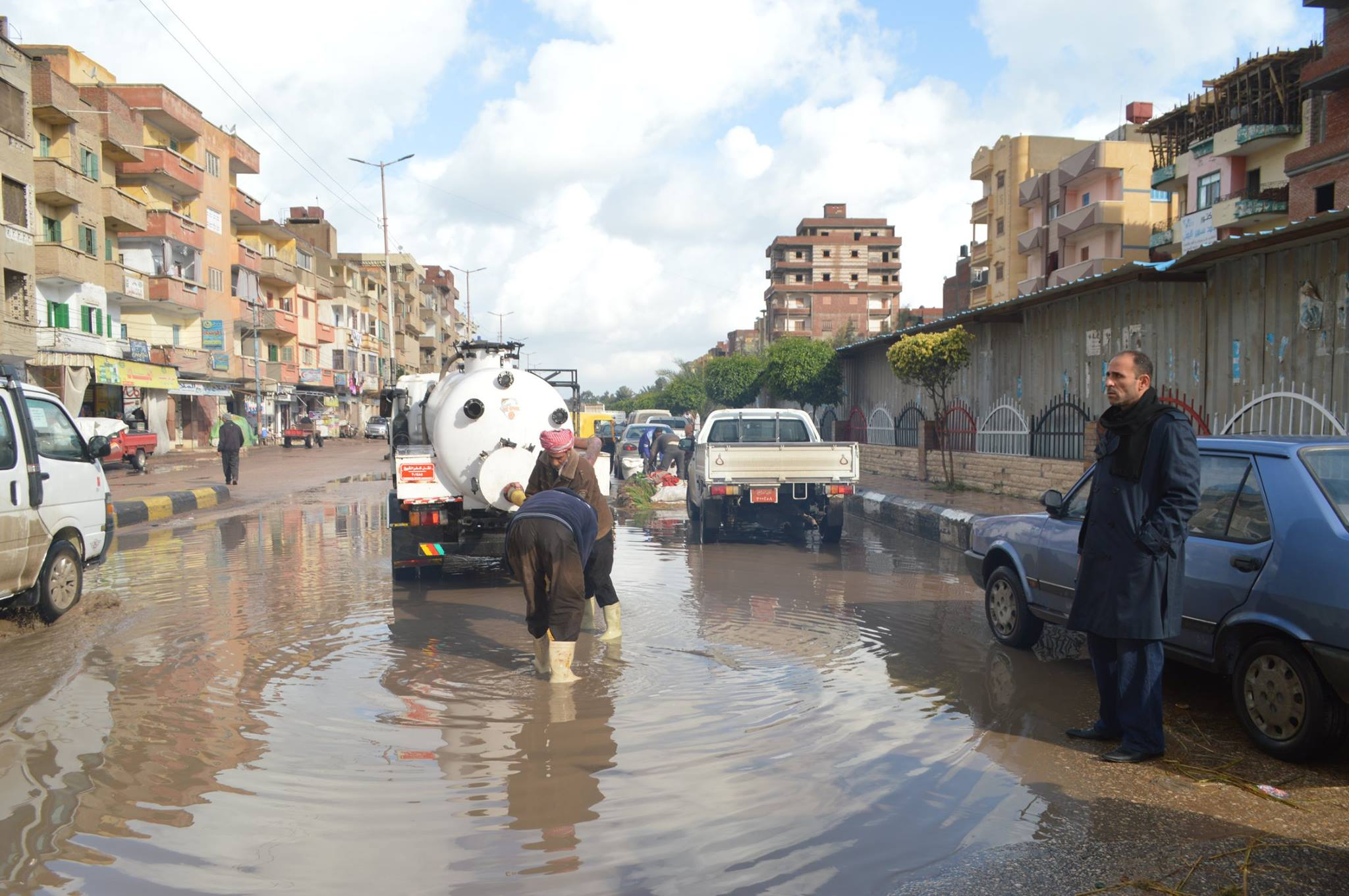 5- جانب من رفع مياه الامطار