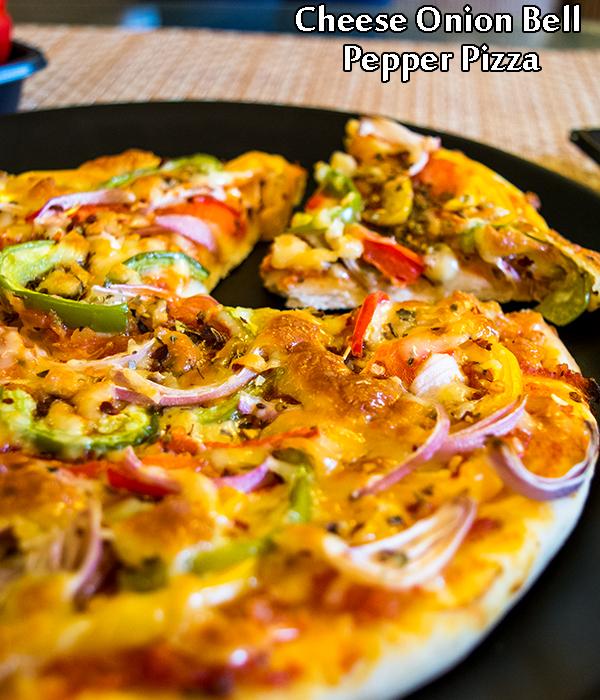 طريقة عمل بيتزا الجبن مع البصل والفلفل