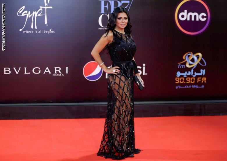 فستان الفنانة رانيا يوسف