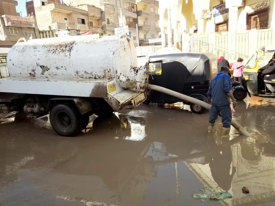 2- جانب من مكياه الامطار بالشوارع