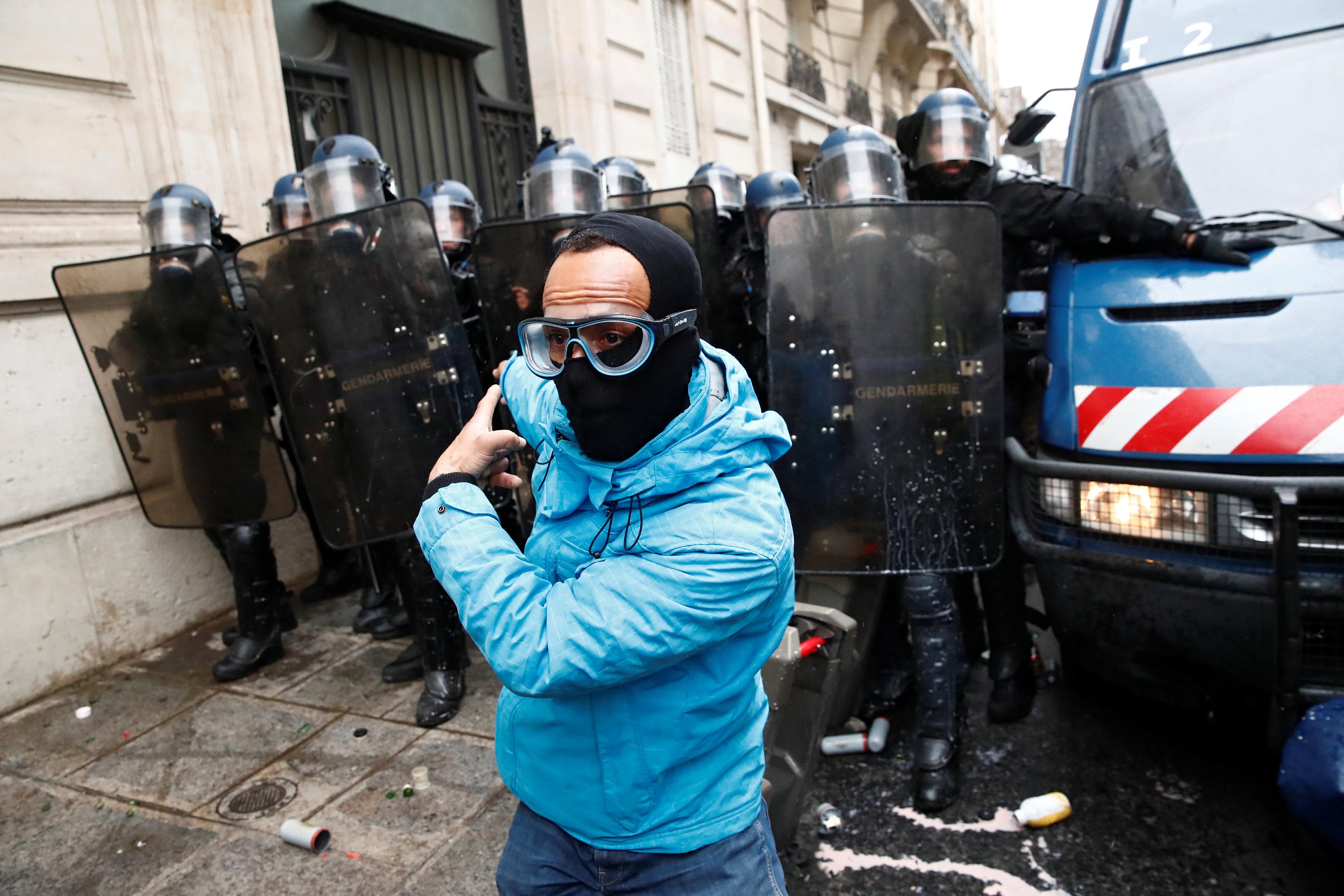 الشرطة الفرنسية تؤمن الشوارع