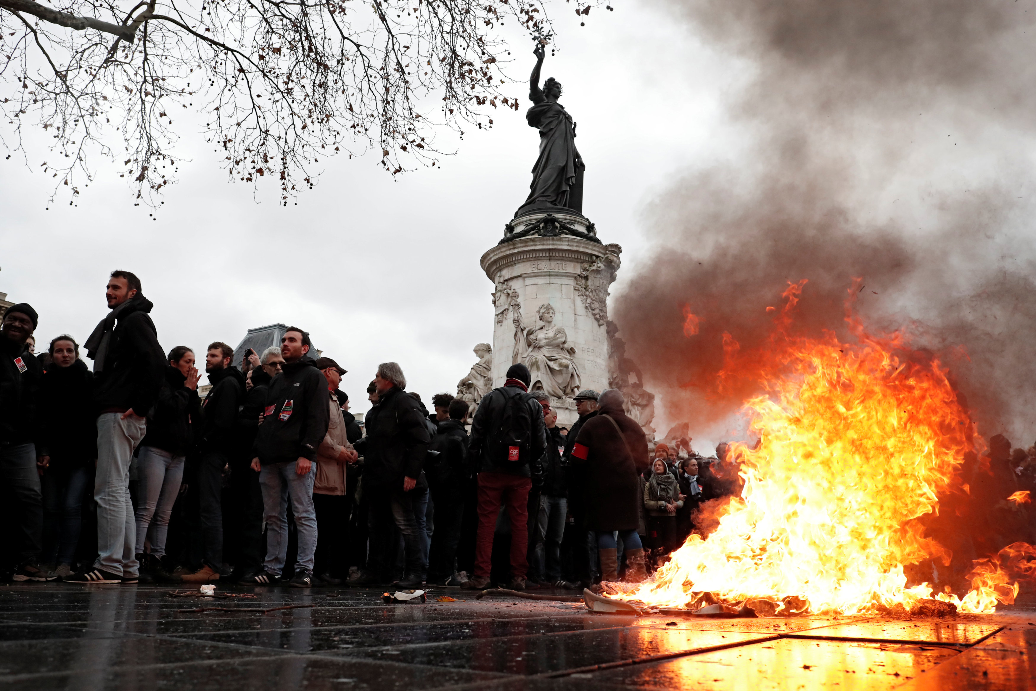2018-12-07T121200Z_521656195_RC1730656A20_RTRMADP_3_FRANCE-PROTESTS-STUDENTS