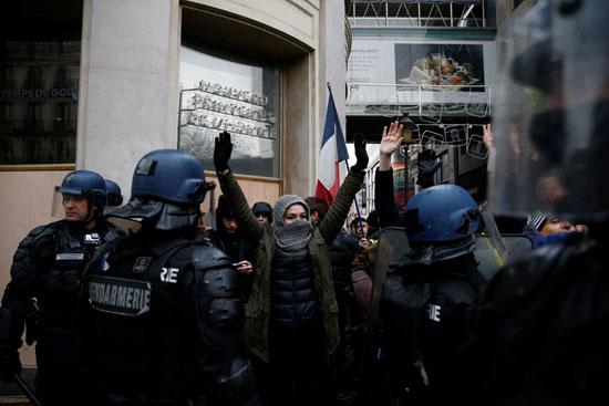 شرطة-فرنسا-والمتظاهرين