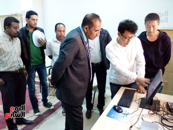 صور.. نظام جديد للرى بواسطة الإنترنت فى كلية الزراعة بأسوان (8)