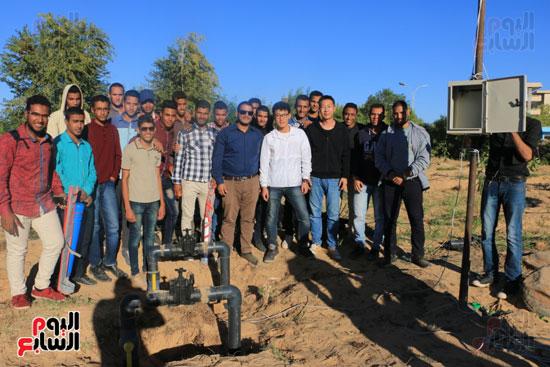 صور.. نظام جديد للرى بواسطة الإنترنت فى كلية الزراعة بأسوان (7)