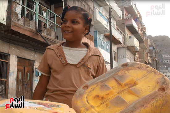 الأطفال يغلبون الحزن بالابتسامة
