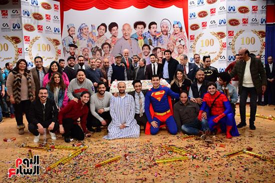 أشرف عبد الباقى ونجوم الفن يحتفلون بـالعرض 100 لمسرح مصر (34)