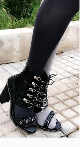 حذاء رولا سعد