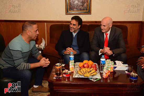أشرف عبد الباقى ونجوم الفن يحتفلون بـالعرض 100 لمسرح مصر (53)
