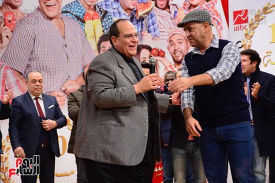 أشرف عبد الباقى ونجوم الفن يحتفلون بـالعرض 100 لمسرح مصر (20)