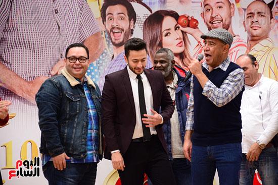 أشرف عبد الباقى ونجوم الفن يحتفلون بـالعرض 100 لمسرح مصر (9)