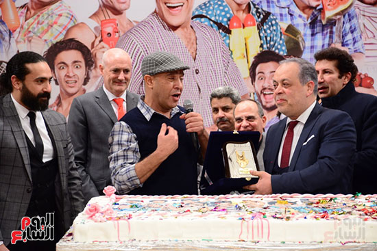 أشرف عبد الباقى ونجوم الفن يحتفلون بـالعرض 100 لمسرح مصر (30)
