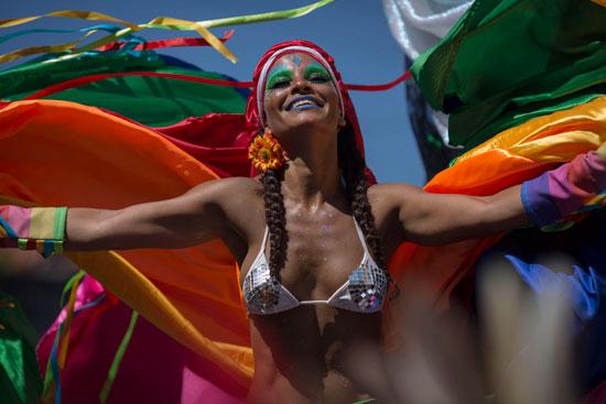 شوارع ريو دى جانيرو تحتفل بالكرنفال السنوى