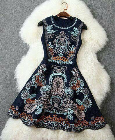 الفستان الكحلى المطرز