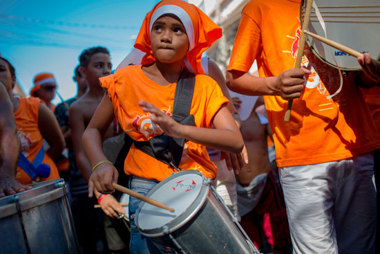 طفل يشارك فى فاعليات المهرجان