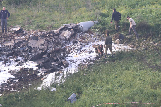 حطام الطائرة الإسرائيلية المستهدفة بالنيران السورية