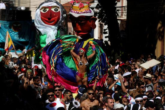 الرقص فى شوارع ريو دى جانيرو