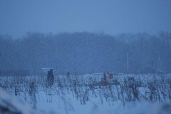 تساقط الثلوج بموقع الطائرة الروسية