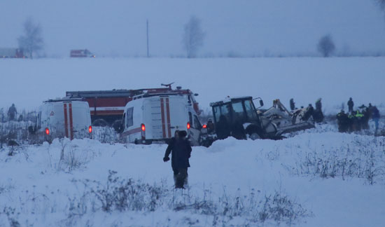 رجال الانقاذ فى موقع الحادث
