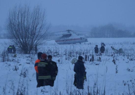 رجال الانقاذ بموقع الحادث