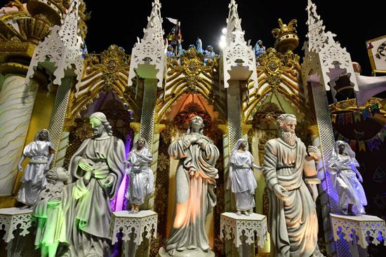مجسمات لرجال دين فى كرنفال السامبا بالبرازيل