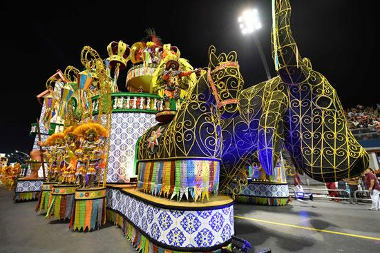 مجسمات أحصنة فى كرنفال السامبا بالبرازيل