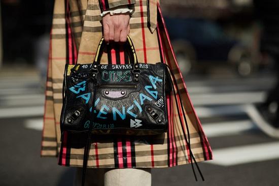 موديلات حقائب بأسبوع الموضة فى نيويورك (21)