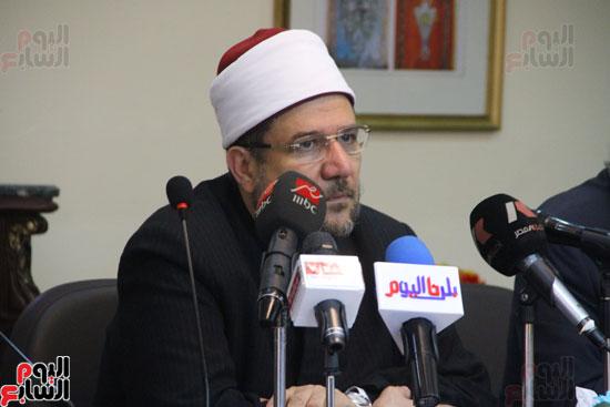 محمد مختار جمعة وزير الأوقاف مع الأئمة المرشحين لمنحة الماجستير (14)