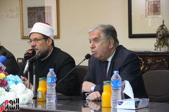 محمد مختار جمعة وزير الأوقاف مع الأئمة المرشحين لمنحة الماجستير (9)