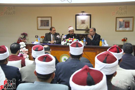 محمد مختار جمعة وزير الأوقاف مع الأئمة المرشحين لمنحة الماجستير (6)