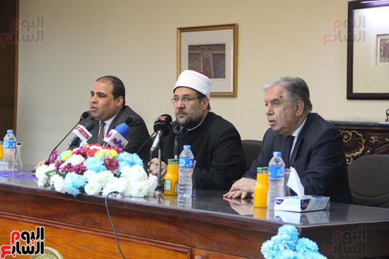 محمد مختار جمعة وزير الأوقاف مع الأئمة المرشحين لمنحة الماجستير (1)