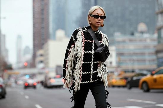 موديلات حقائب بأسبوع الموضة فى نيويورك (9)