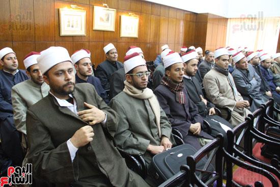 محمد مختار جمعة وزير الأوقاف مع الأئمة المرشحين لمنحة الماجستير (5)