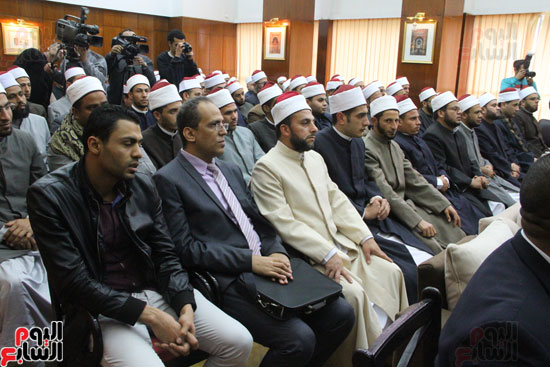 محمد مختار جمعة وزير الأوقاف مع الأئمة المرشحين لمنحة الماجستير (2)