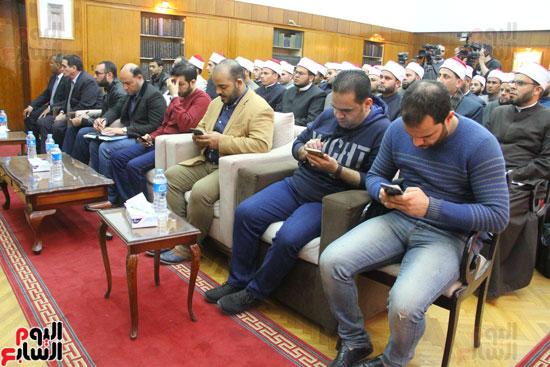 محمد مختار جمعة وزير الأوقاف مع الأئمة المرشحين لمنحة الماجستير (17)