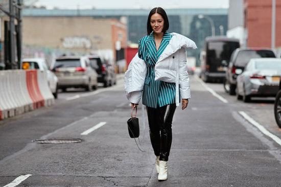 موديلات حقائب بأسبوع الموضة فى نيويورك (8)