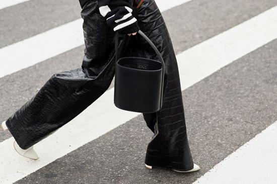 موديلات حقائب بأسبوع الموضة فى نيويورك (14)