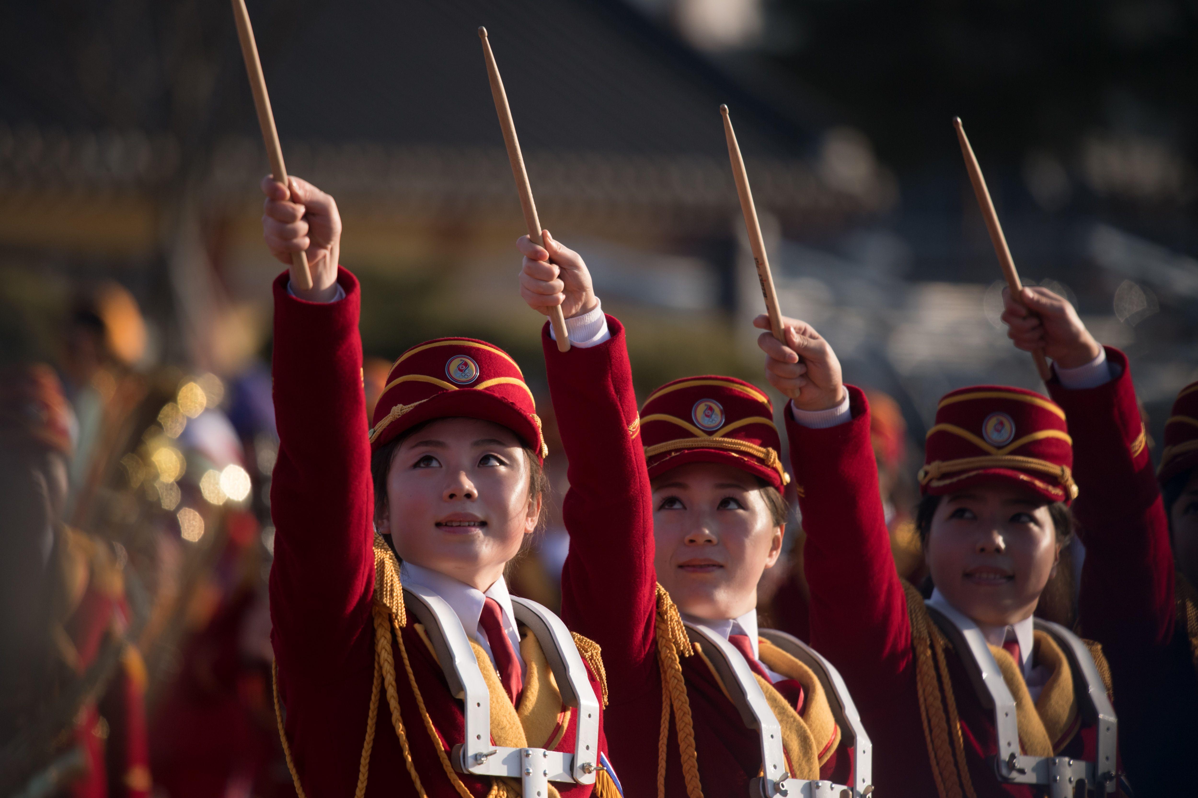 عروض موسيقية لحسناوات كوريا الشمالية فى الشطر الجنوبى