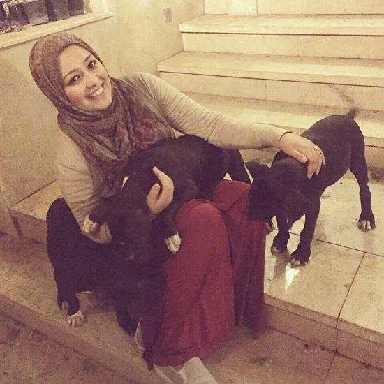 سارة وكلابها