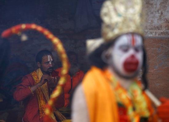 وجوه مزينه وألوان زاهية خلال مهرجان ماها شيفاتارى فى نيبال